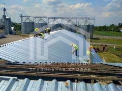 Roofing work. The overlap and the construction of hangars, warehouses